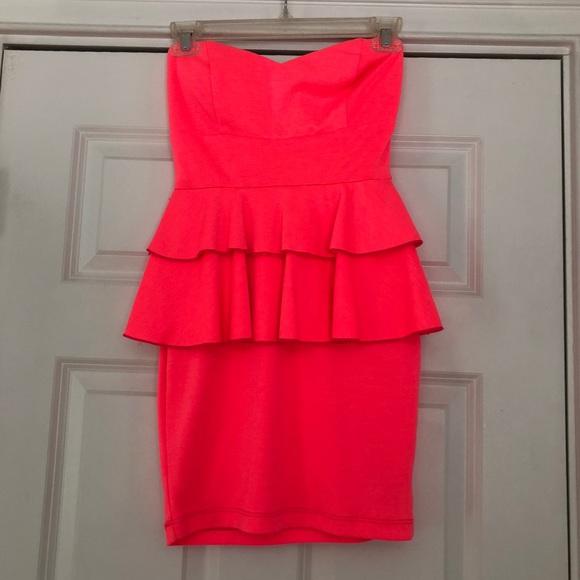 2B Bebe Dresses & Skirts - Hot pink strapless 2b Bebe dress
